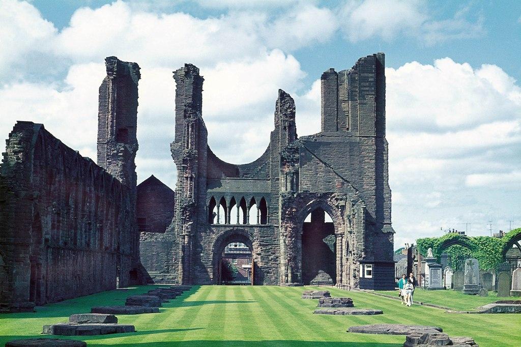 Ecosse à vélo - Visitez les quatre célèbres abbayes des Scottish Borders, Melrose, Dryburgh, Kelso et Jedburgh, le long de cet itinéraire pittoresque (mais assez exigeant) à travers la merveilleuse campagne des Borders.